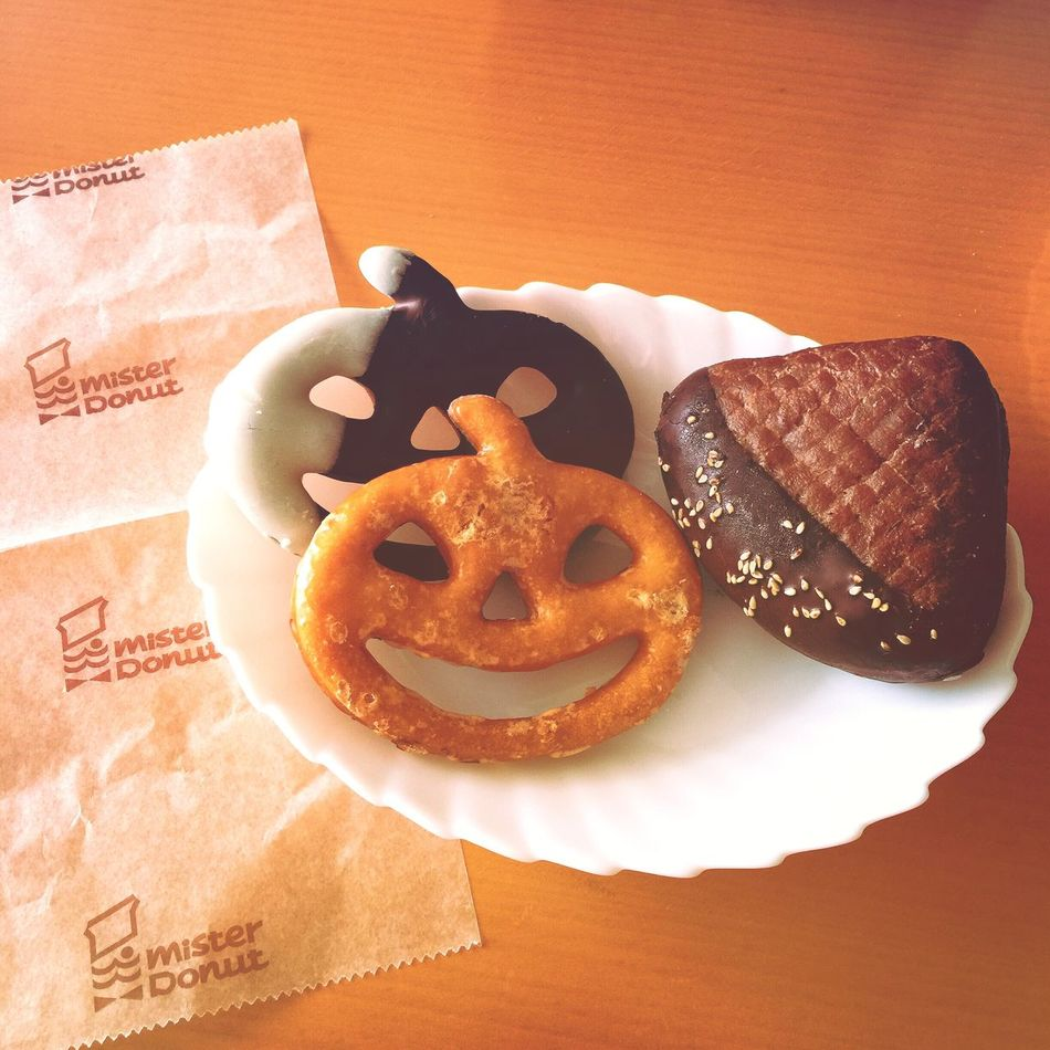 ミスドのハロウィン🍩🎃写真を撮りたいがために、ついつい…って、よくあるのだ🍩✌🏼️😁ミスドのハロウィンとマロン、可愛いドーナツだぁ🎃🍩🌰✨ ドーナツ ハロウィン Halloween Misterdonut ミスタードーナツ ミスド 栗 マロン