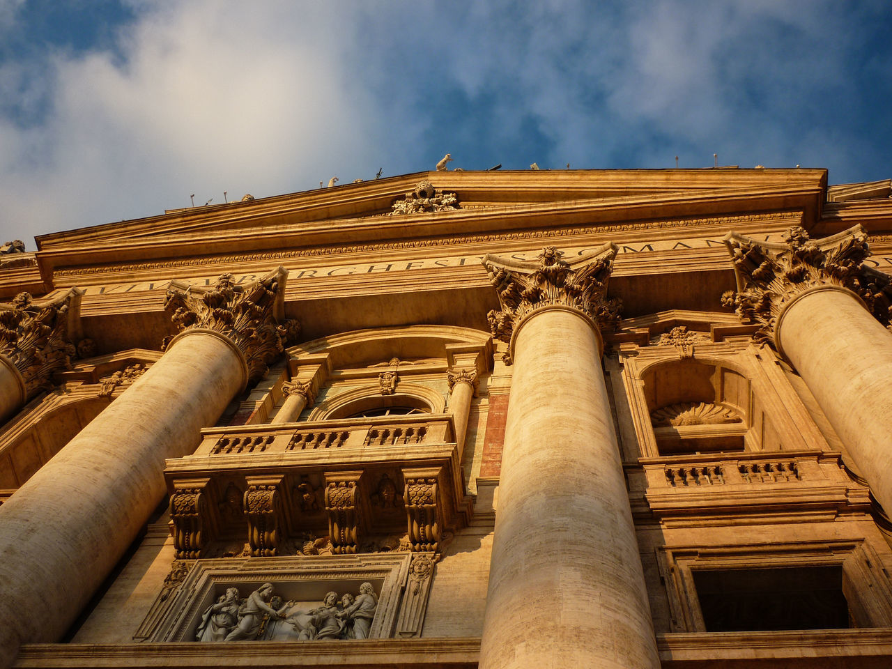 Rom Architectural Column Architecture Building Exterior Built Structure City Cloud - Sky Day History Low Angle View No People Outdoors Sculpture Sky Statue Tourism Travel Destinations