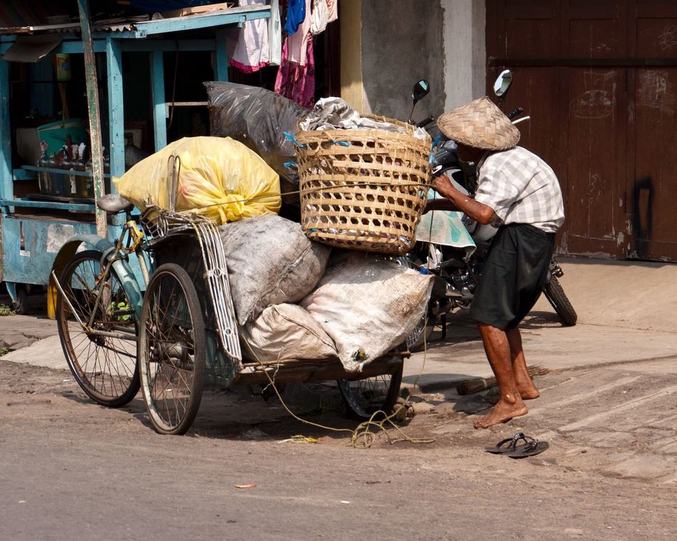 One Person Working Non La Vietnam Non La Old Person One Man Only Street Full Length Transportation Adults Only Outdoors People Occupation Over-burdened Only Men Adult Day Street Photography Real People Real Life