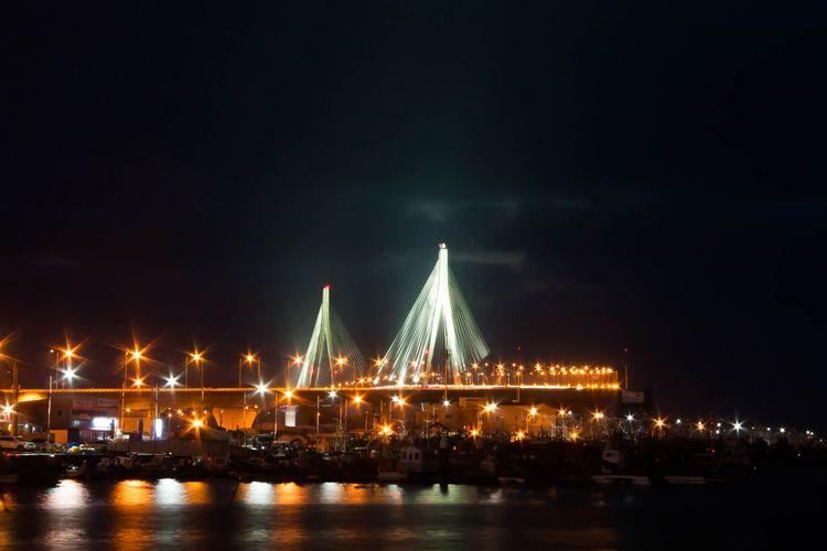 Mokpo City Bridge Korea with No Tripod At Night 목포대교 추운날에 삼각대도 없이 개고생 하던. 빛 갈라짐 살아있네. Canon 450D + Lightroom