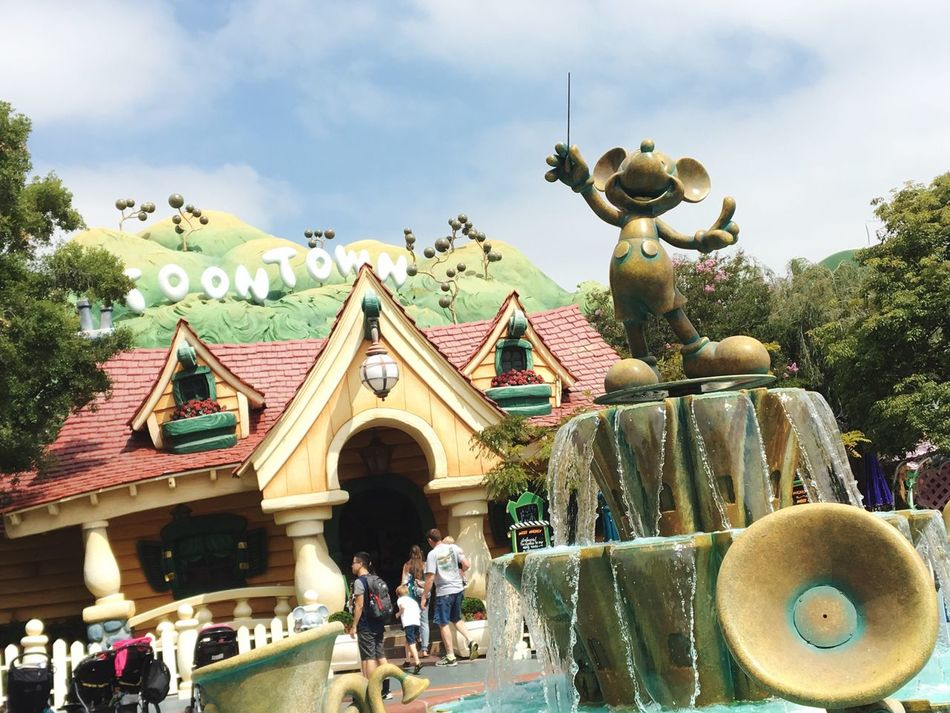 📺 Day Built Structure Incidental People Outdoors Architecture Statue Sculpture Disney Toontown Mickey Mouse