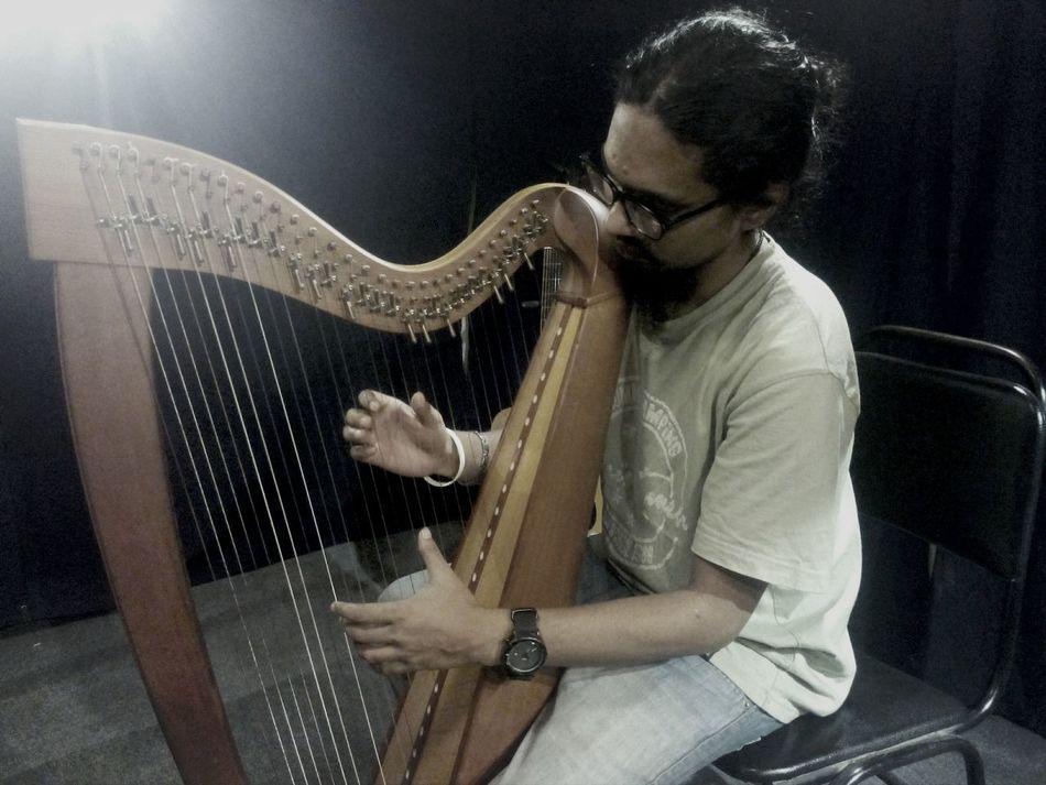 no i cant play Harp...