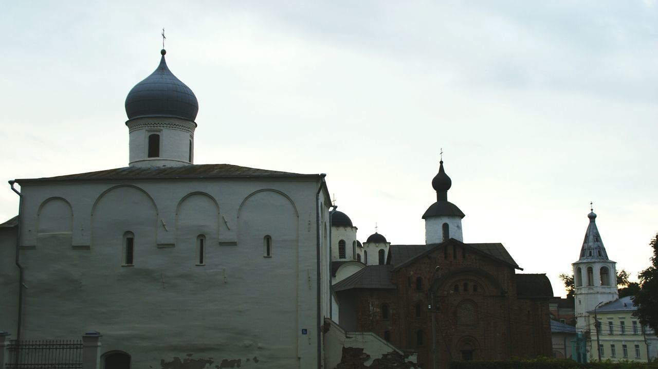 Ancient Churches at Velikiy Novgorod , Russia . Silhouette Silhouettes SONY Alpha350 Sony A350 Historical Place Historical Monuments Historical Building Landmark Traditional Architecture Old Russian Cultural Heritage Architecture Old Town Town Old Buildings Religious Architecture