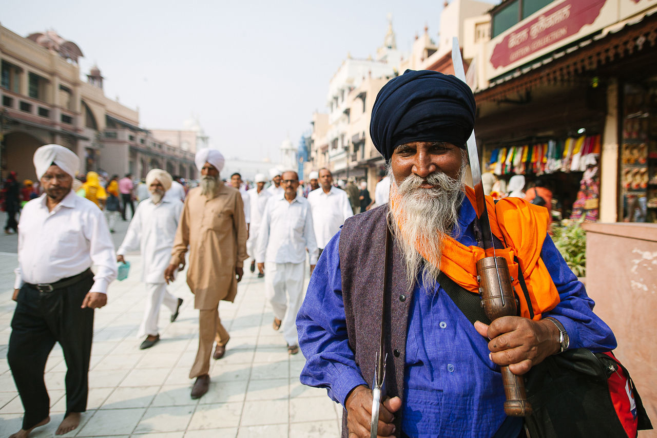 real people, men, outdoors, turban, cap, one person, lifestyles, market, city, day, people