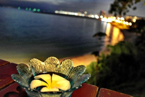 flower at Pattaya by ⓑⓔⓔⓑⓘⓘⓔ