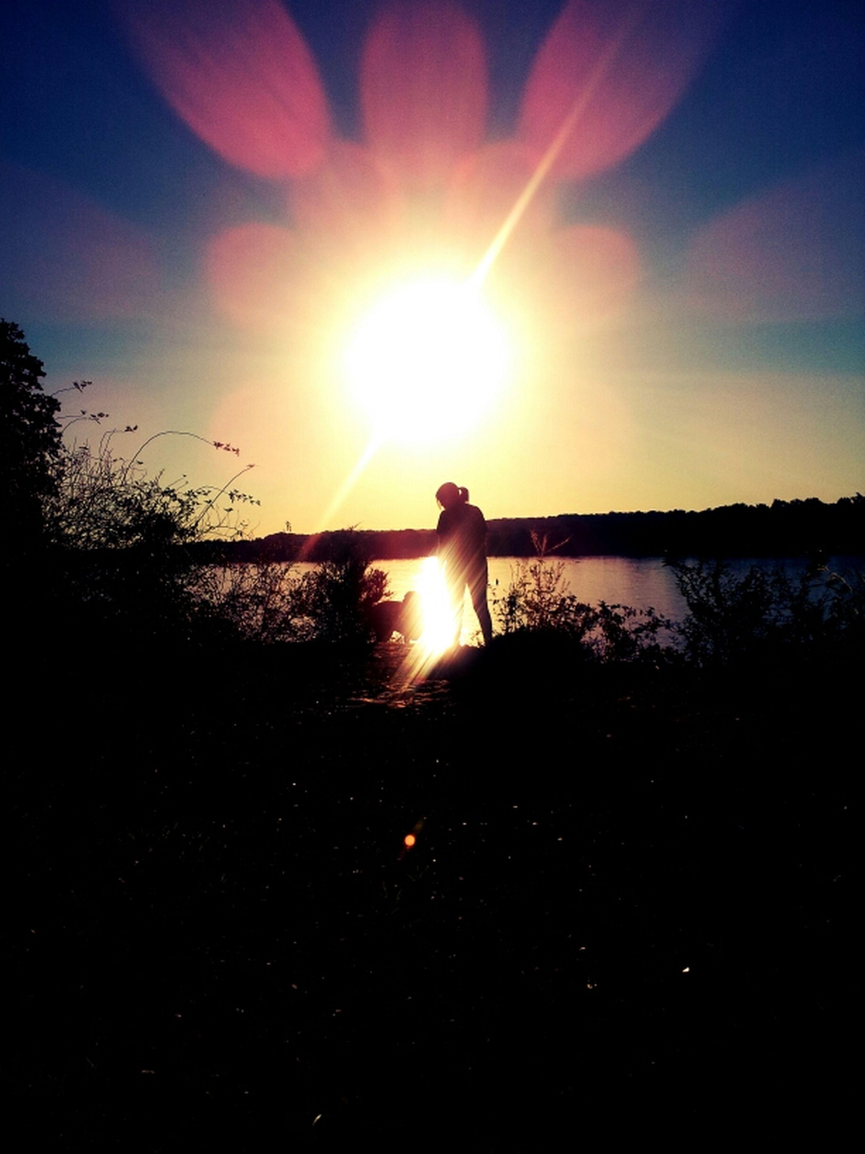 sun, sunset, silhouette, tranquil scene, tranquility, scenics, water, beauty in nature, sunlight, sky, nature, reflection, lake, sunbeam, tree, idyllic, lens flare, river, non-urban scene, landscape