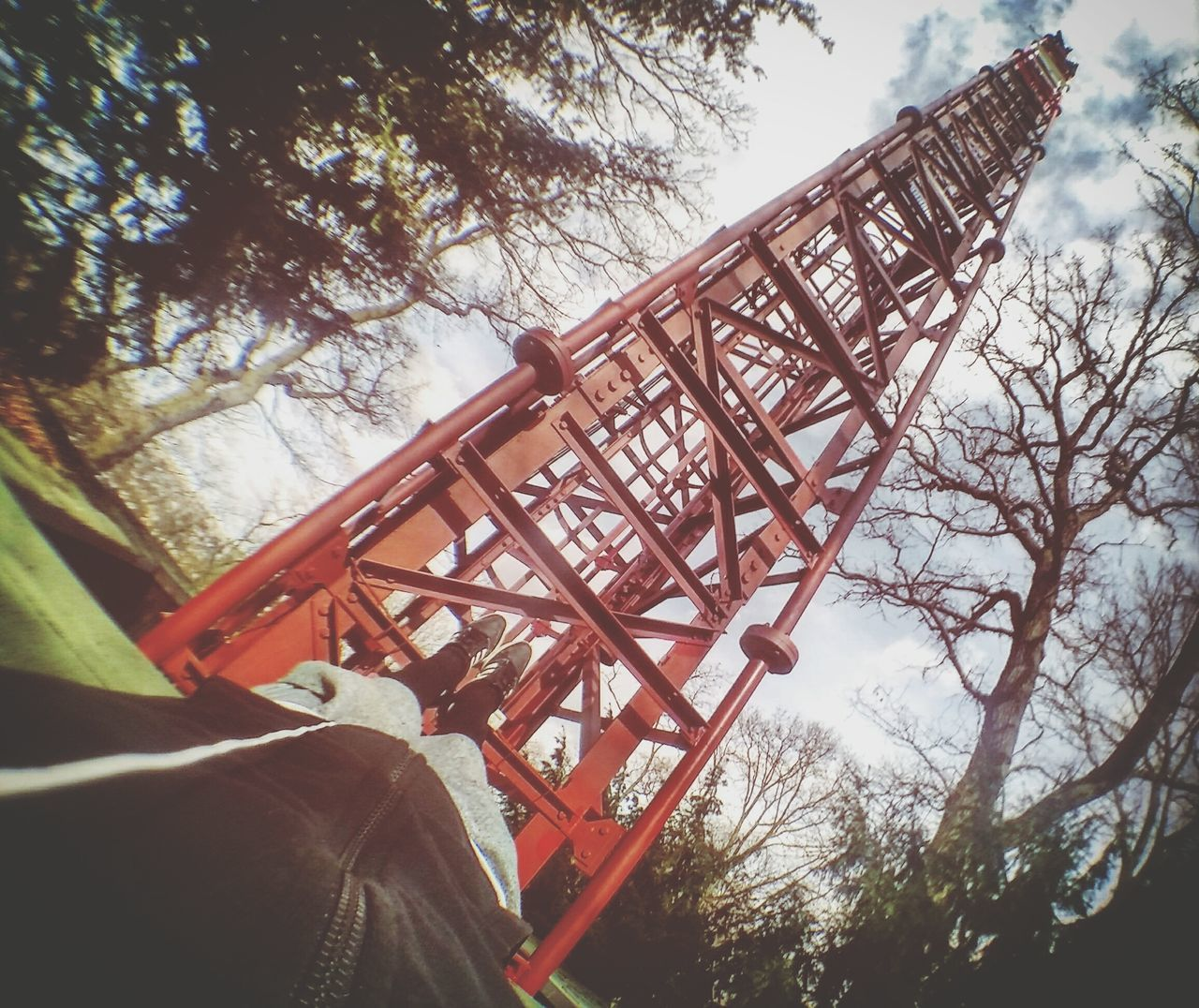 My personal climb training . I climbing this communication tower from the extern face with just my hand and feet and Music 🉐😊 2-3 per week's good mental / Arms / Legs / Support training Tree One Person Low Angle View Day Outdoors Sky Nature Beauty In Nature People Freerunning Sportlife Youngwildandfree Sports Photography Training Exploring Urbex_rebels Urbex France Parkourlife Young Adult Cold Temperature Teacherslife Parkour Traceur Parkoureducation Climbing_pictures_of_instagram