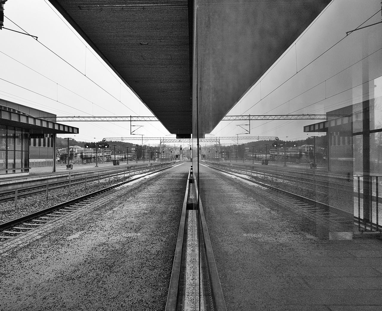 Transportation Railroad Track Day No People Outdoors Architecture Sky Black And White Samsung Galaxy S7 Black & White City Cityscape Built Structure Traveling Home For The Holidays