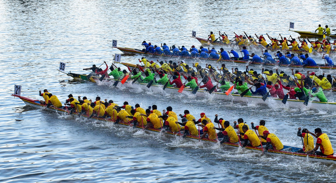 Large Group Of People High Angle View Men Competition Nature Outdoors Day Sports Race Sports Event  Athlete People Adults Only Watersport Watersports Photography Regatta Weekend Regatta Paddle Boarding Paddle Boats Paddle Boat Race Boat kuchingborneosarawak Kuching_waterfront EyeEmNewHere