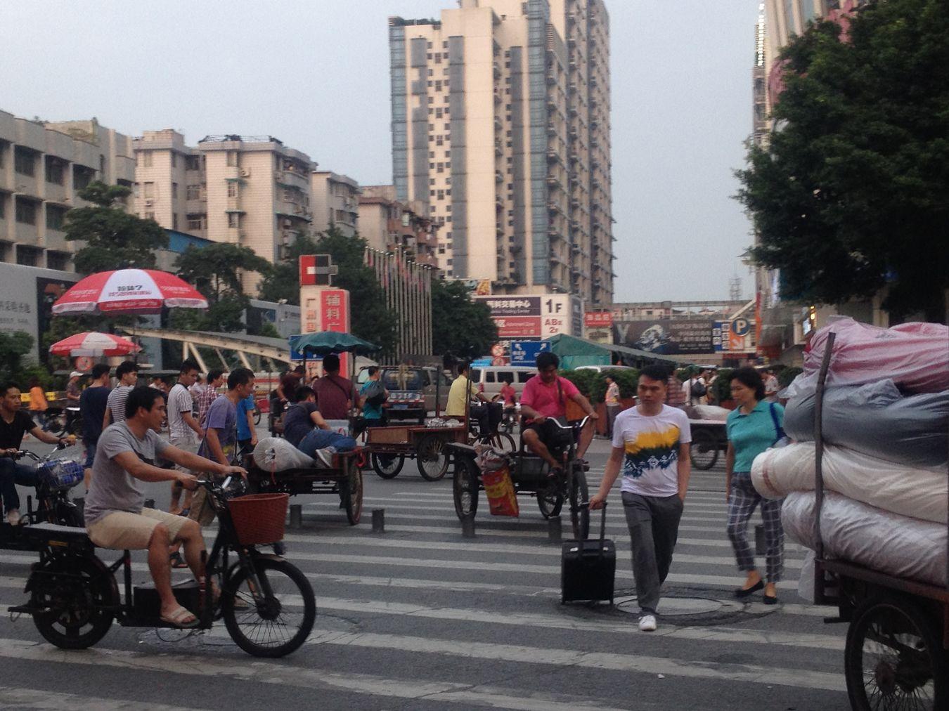 China Road Guangzhou Crosswalk 信号無視