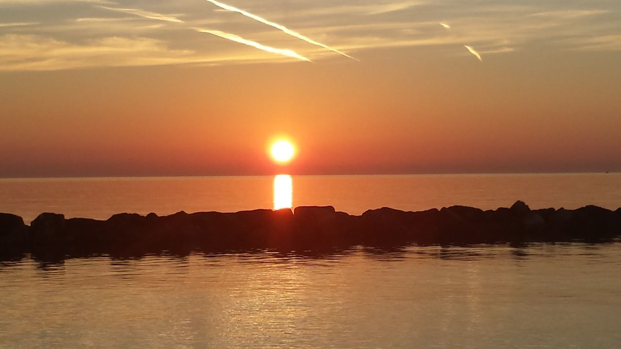 Ilovesunrisesandsunsets Sunrise TheBeginning Beautiful Day Good Morning Seaandsun Ilovesea Nature Gold