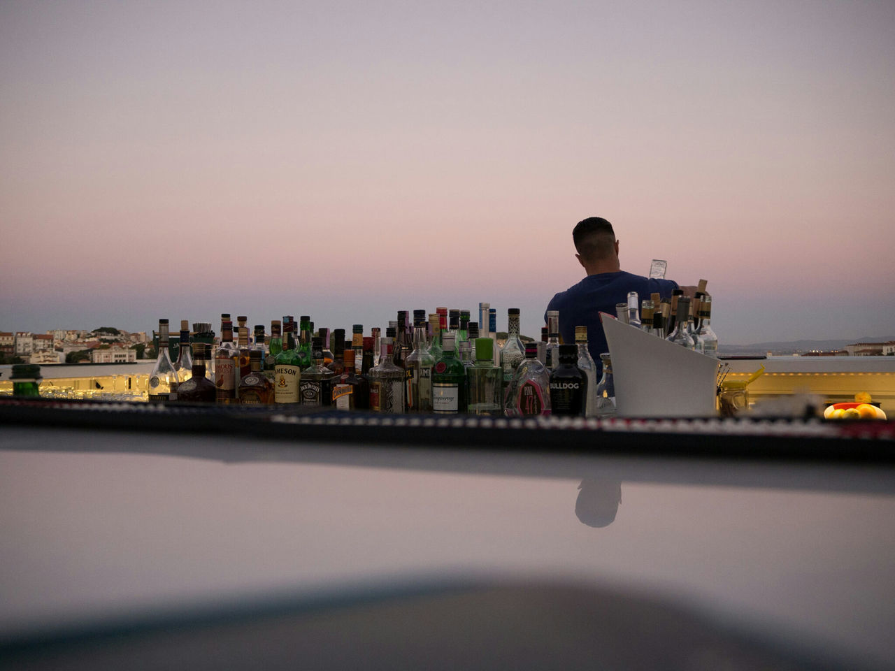 The Sky Bar at the Tivoli Hotel, Lisbon. Beautiful place to watch the sunset. Augustphotoaday August 2016 Olympus Om-d E-m10 Bartending Lisbon - Portugal Lisbon City Life Bars And Restaurants Barscene Sunsets