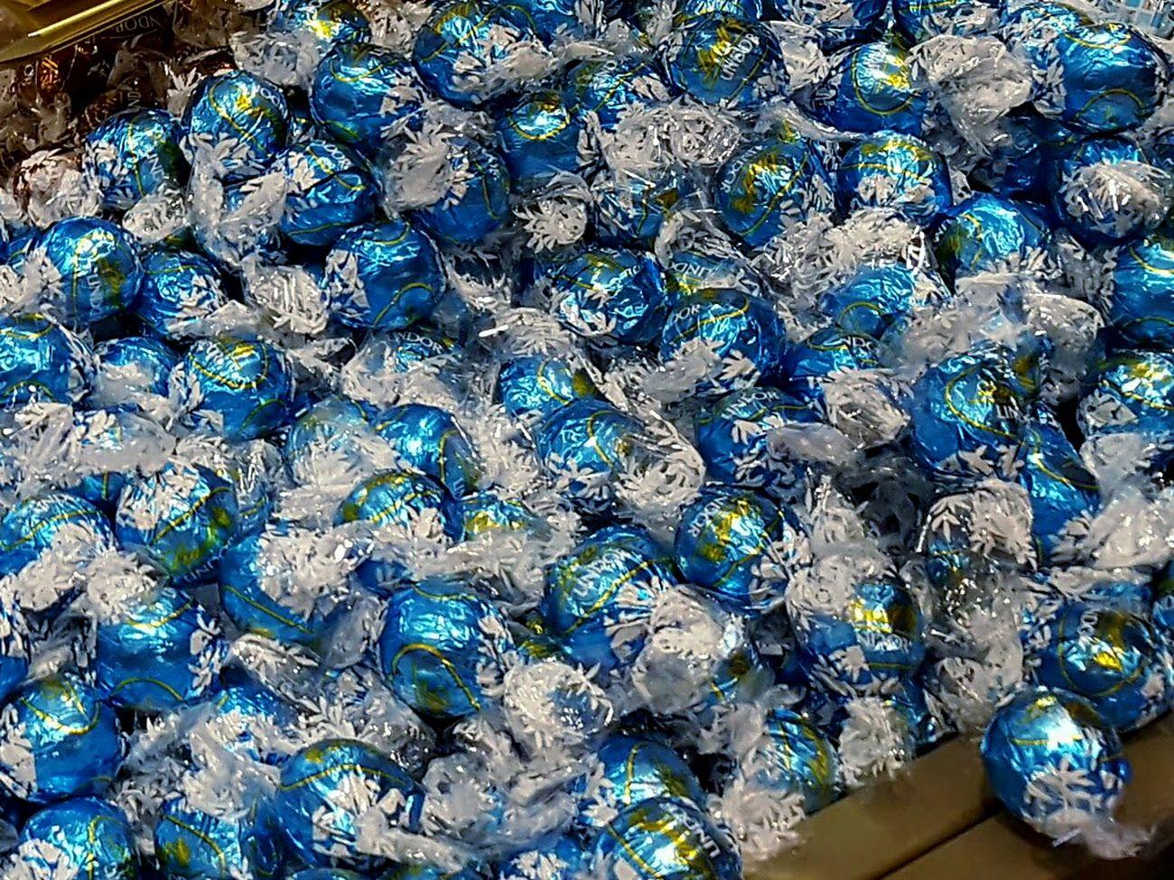 Chocolates Chocolates ♥ Chocolates Sweets Shiny Blue Lindor Lindt Lindtchocolates