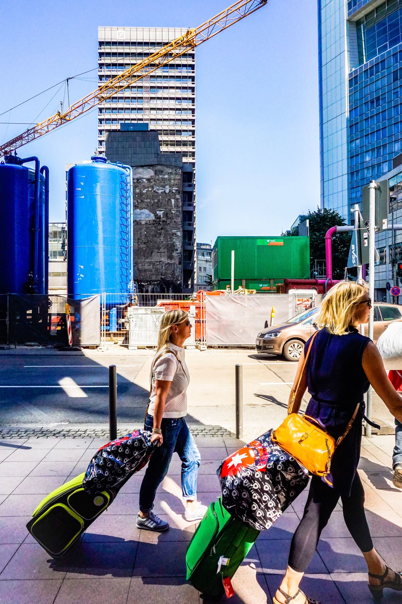 Frankfurt Am Main Streetphotography Street Photography Real People City Built Structure Lifestyles Full Length Building Exterior Architecture City Life Day Car Outdoors Childhood Two People Road Sky People