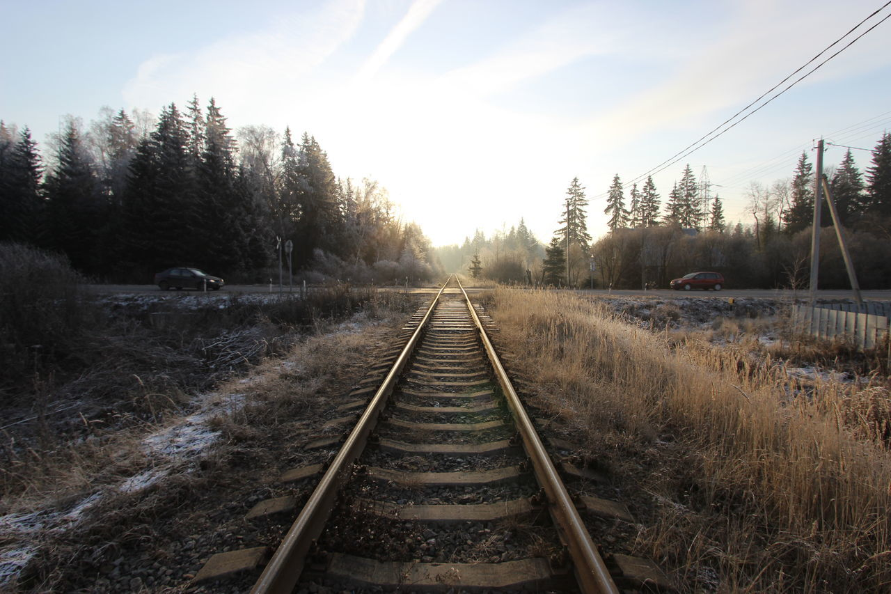 railroad track, rail transportation, transportation, tree, the way forward, nature, day, no people, outdoors, beauty in nature, sky, scenics, landscape