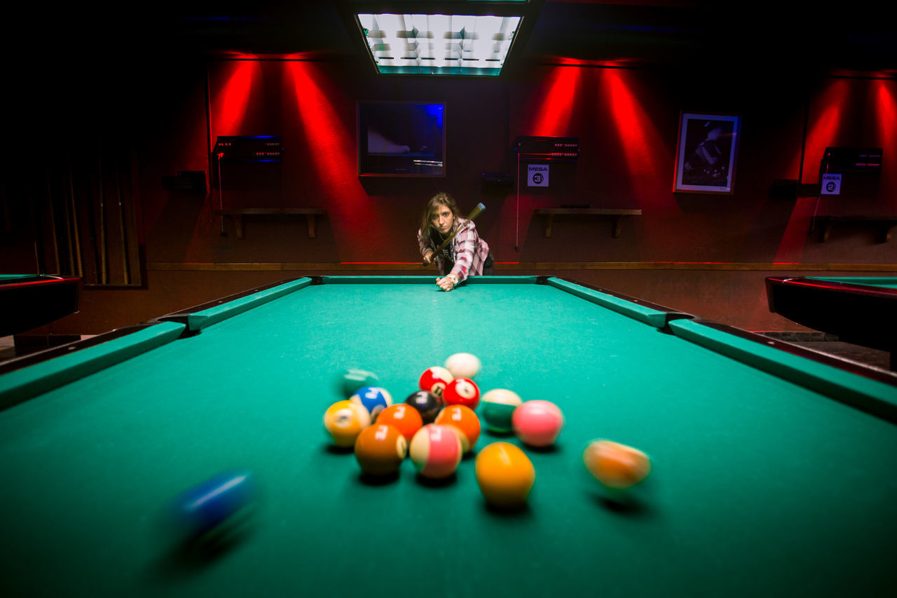 Billar Billard Bola 8 Color Dark Deporte Eight Ball Girl Green Color Illuminated Light Multi Colored Photography Photography In Motion Pool Sport Vignette First Eyeem Photo