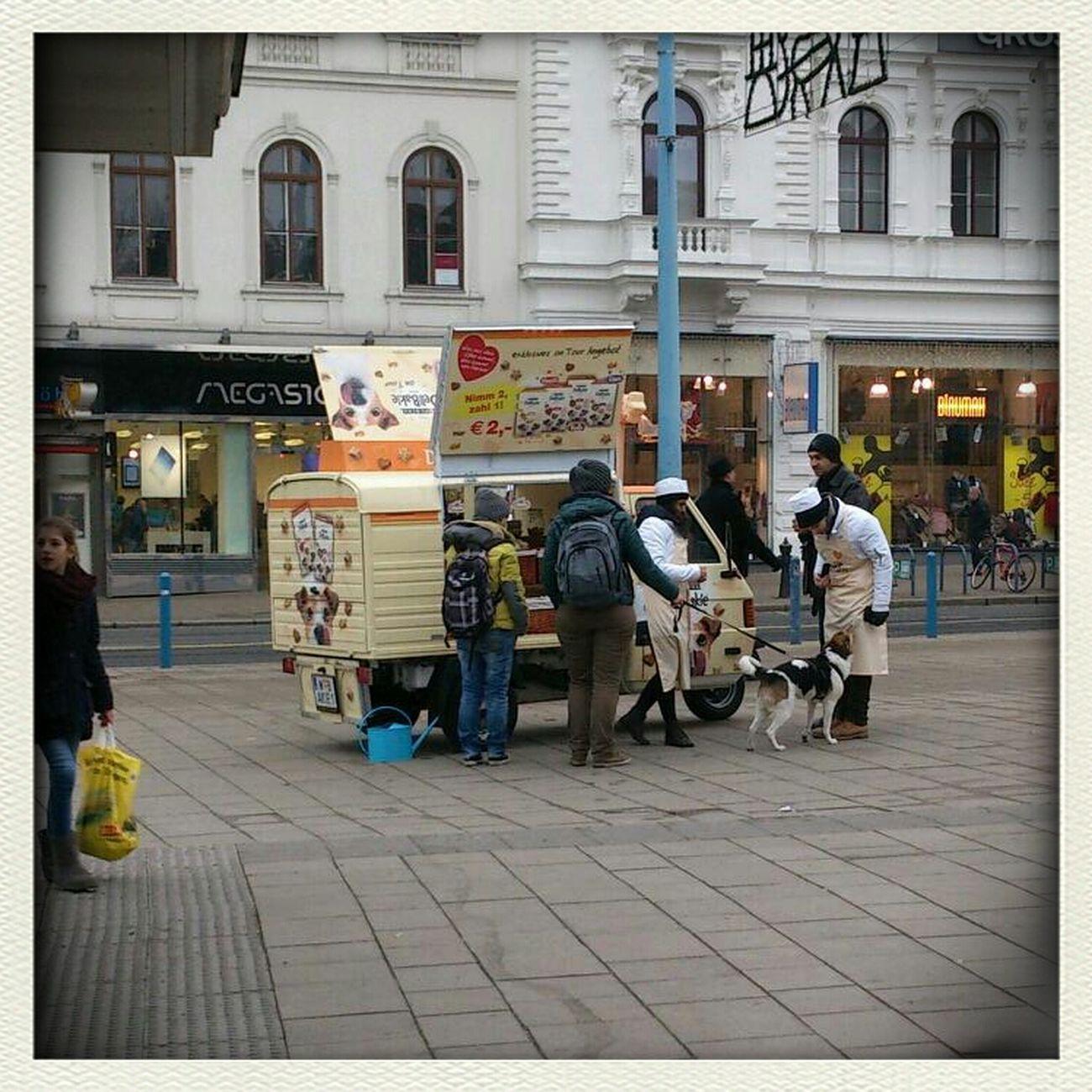 Hundeleckerli Werbeaktion Streetphotography