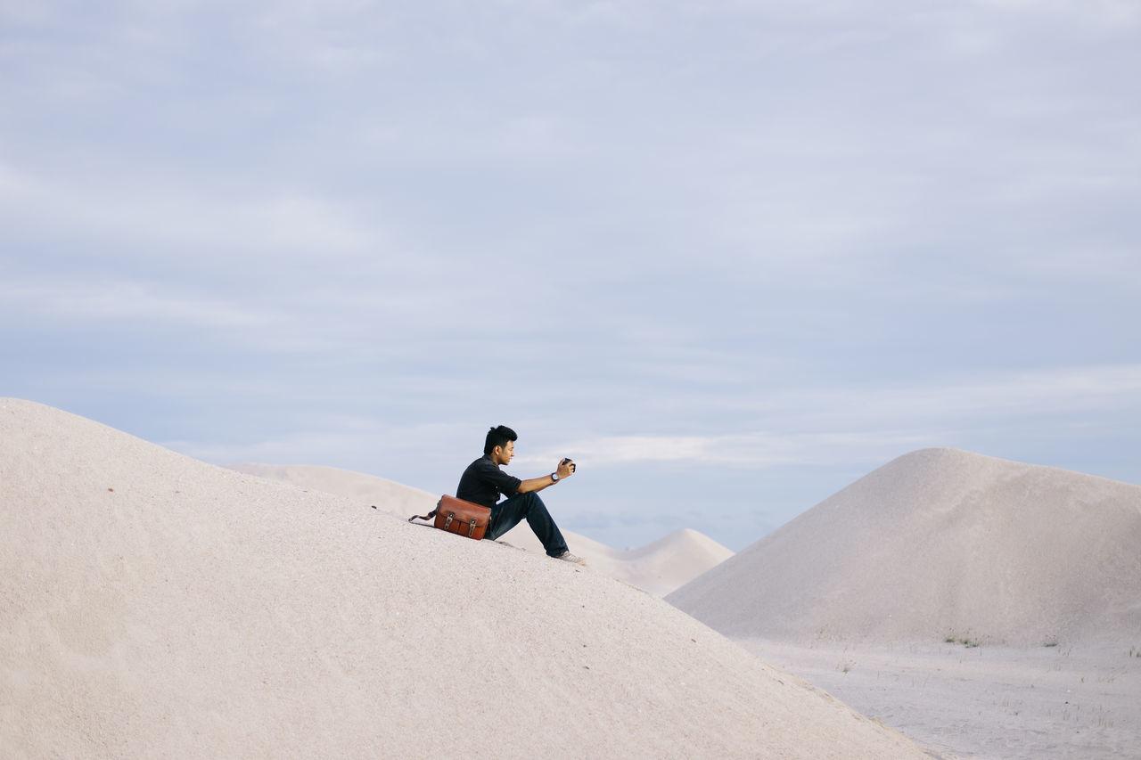Beautiful stock photos of nature,  20-24 Years,  Camera - Photographic Equipment,  Day,  Desert