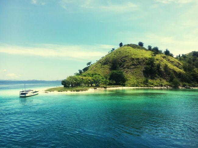 ASIA INDONESIA Labuanbajo Rinca Rincaisland Komodo Island Island Life Boat Sand Beach Reef Shelf Snorkeling Bluewater