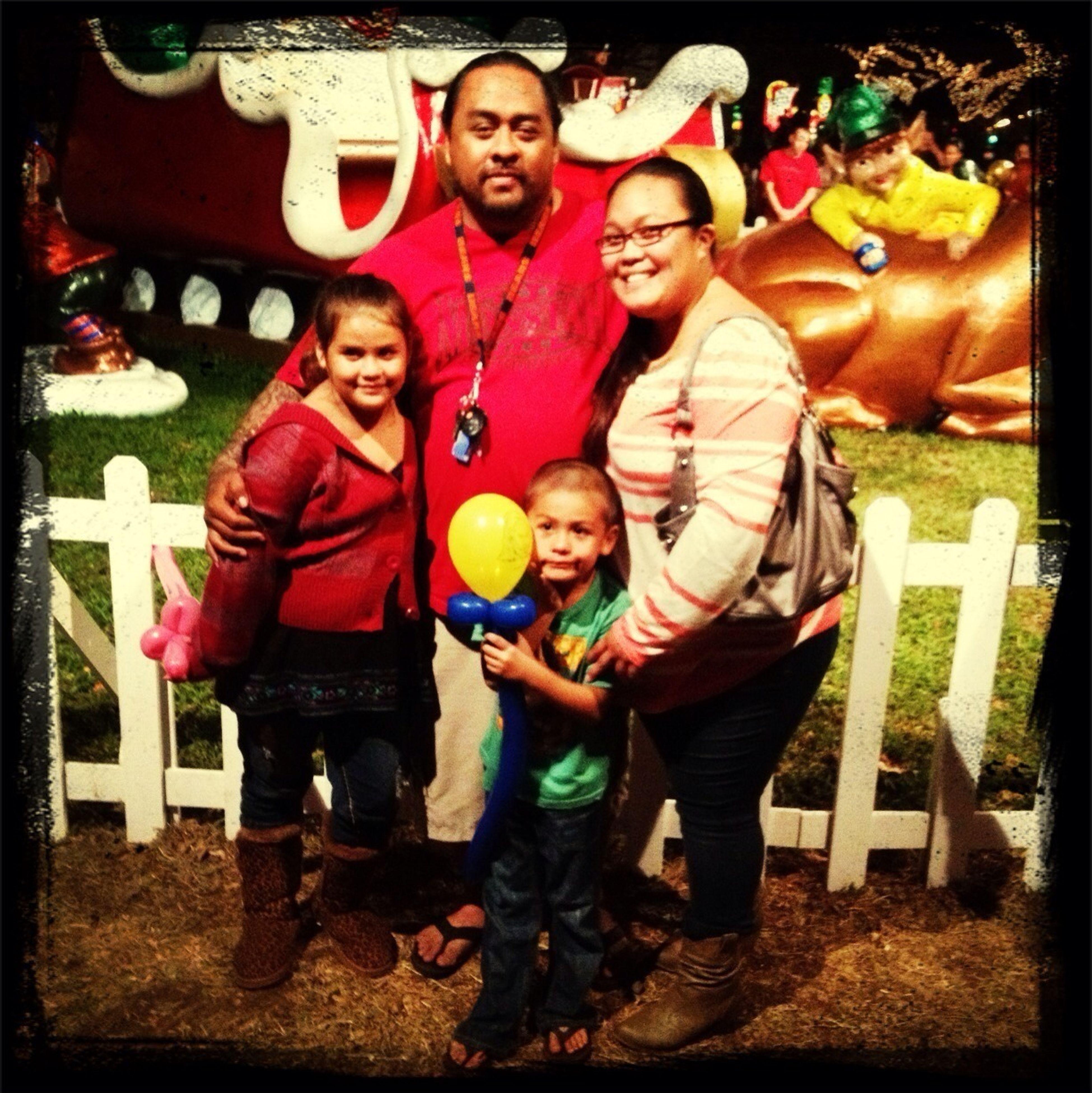Mele Kalikimaka e hauʻoli makahiki hou kakou!! Merry Christmas and Happy New year to you all!!! From my family to urs!!