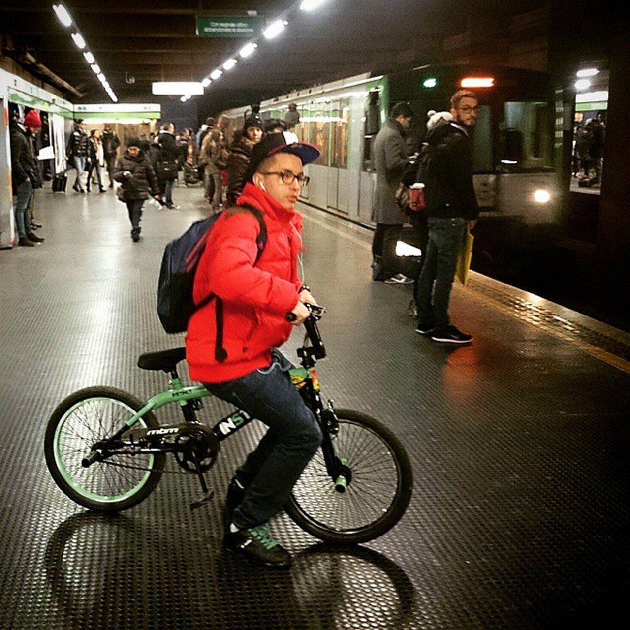 Bicycle Metro Red Young Milan Pictureoftheday Followme Milanocityufficiale