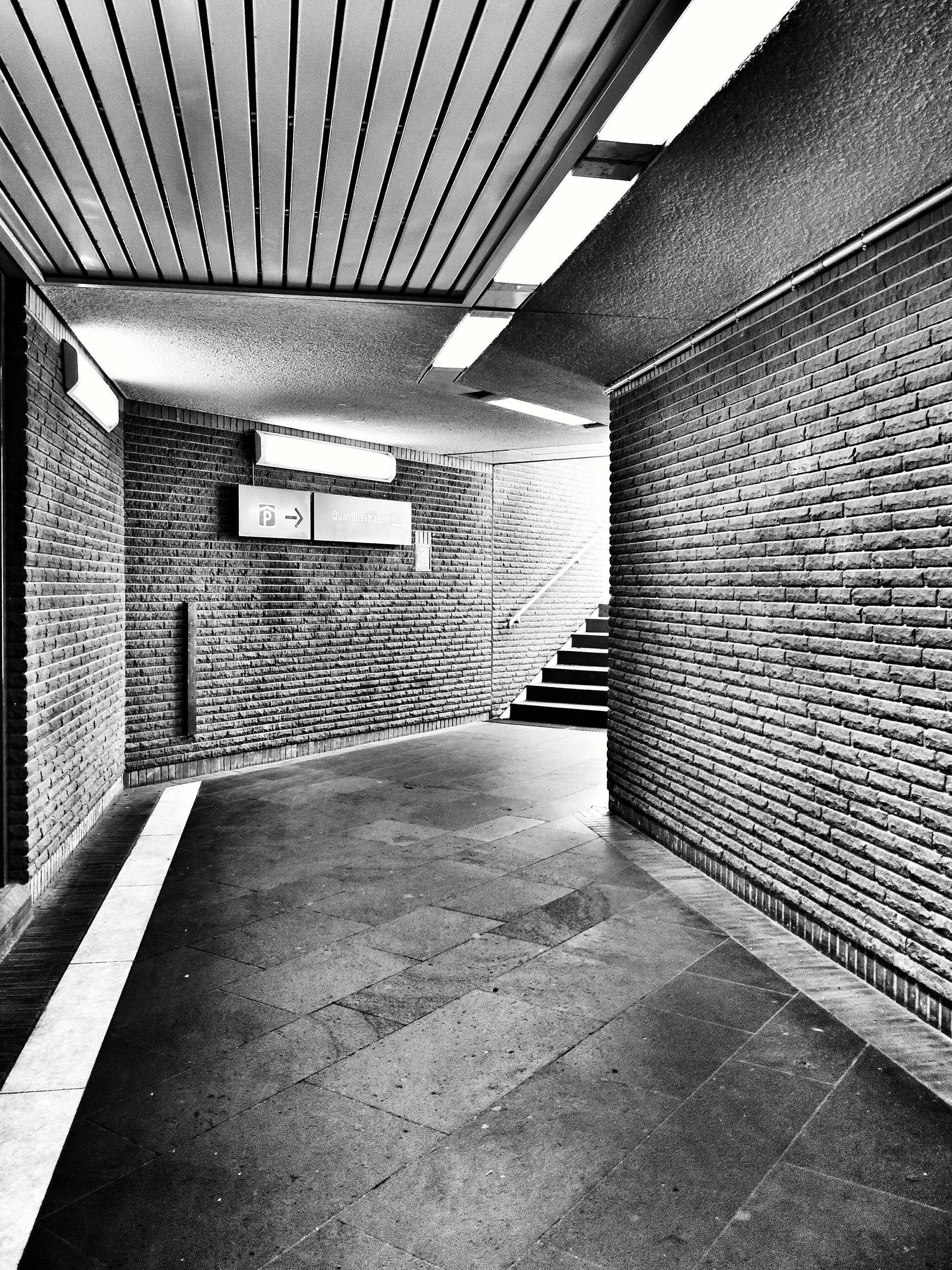 architecture, built structure, indoors, the way forward, empty, building exterior, ceiling, flooring, diminishing perspective, wall - building feature, sunlight, building, day, no people, absence, walkway, tiled floor, in a row, corridor, shadow