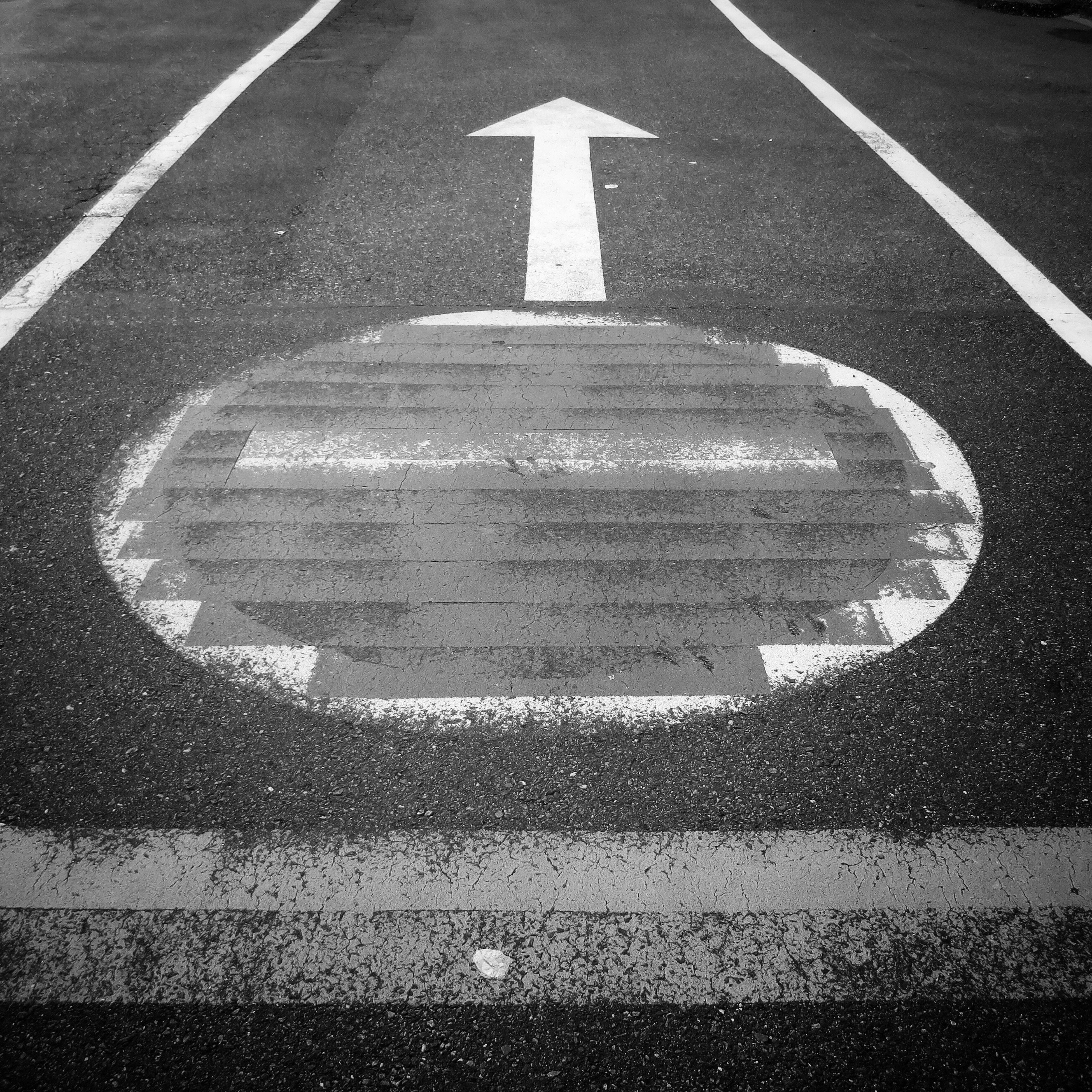communication, road sign, no people, outdoors, transportation, road, day, asphalt, close-up