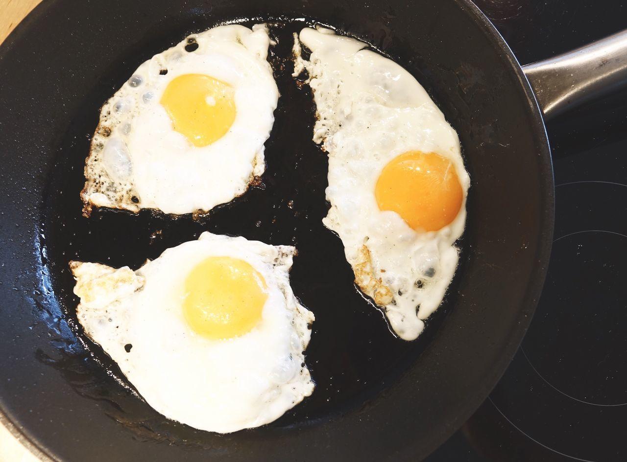 Fried eggs Fried Eggs Eggs... Eggs Friedeggs Friedegg Frying Frying Pan Cooking Cooking At Home Breakfast Protein Spiegelei Spiegeleier Eier Kochen Pfanne