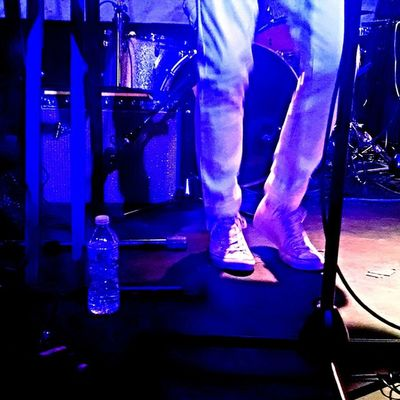 Some chill looking legs heating up the stage! 💃 Legs Feellegs Legsdothis Hotclubcoldnight dancefloor roughtrade brooklyn