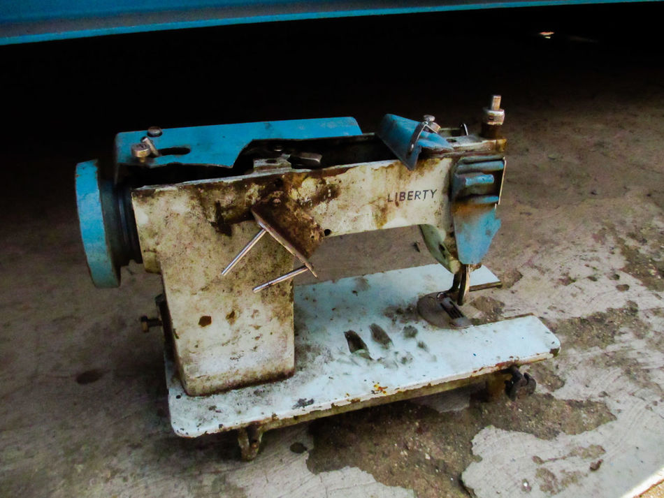 Abandoned Bad Condition Broken Damaged Deterioration Dirty Machine Part Machinery Maquina De Costura Obsolete Old Rusty Stationary