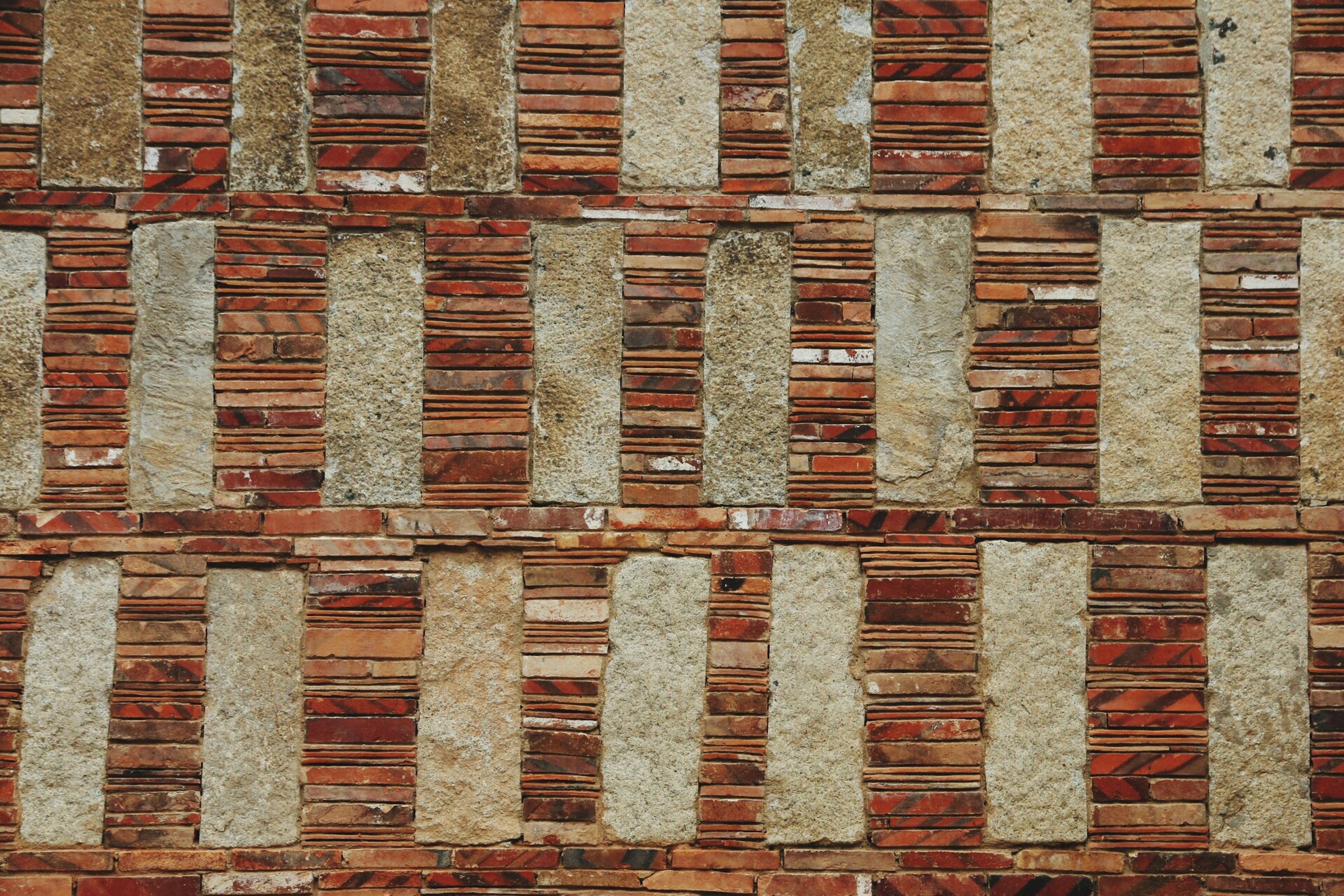 architecture, building exterior, built structure, window, full frame, building, backgrounds, brick wall, repetition, pattern, in a row, low angle view, city, old, outdoors, day, wall - building feature, residential building, brick, side by side