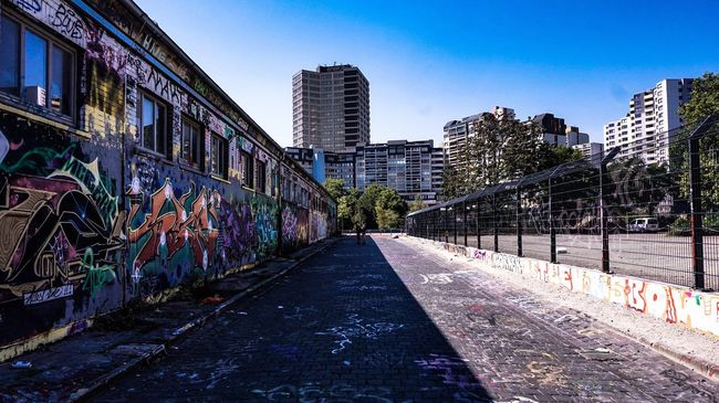 Eyeemphoto City Life Architecture Graffiti Built Structure Building City Multi Colored Street Photography Cityscape Streetphotography Black And White Outdoors