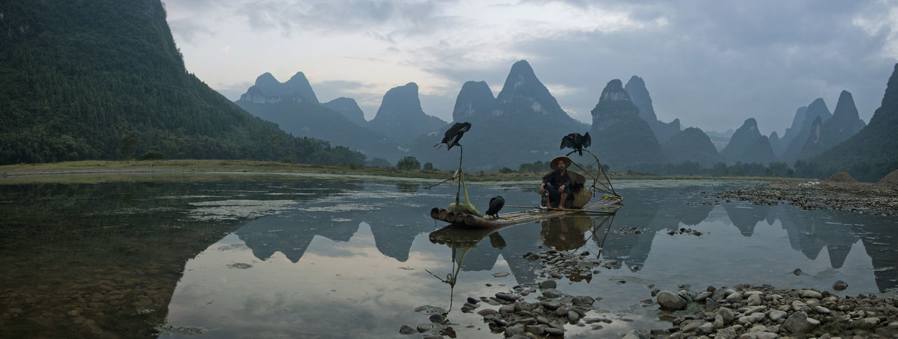 cormorant fishermen at the li river,xingping,china Adventure Art Bird China Cormorant  Dramatic Explore Fishermen Guangxi Karst Landmark Li River Lijiang_yangshuo_china Mountain Mystic Nature Panorama Park Reflection Tranquility Travel Travel Destinations Water Xingping Yangshuo