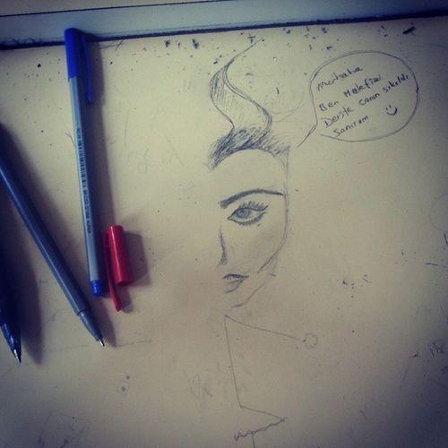 Angelinajolie Malefiz Maleficent Sinifta sıkıldıkresimçizdik