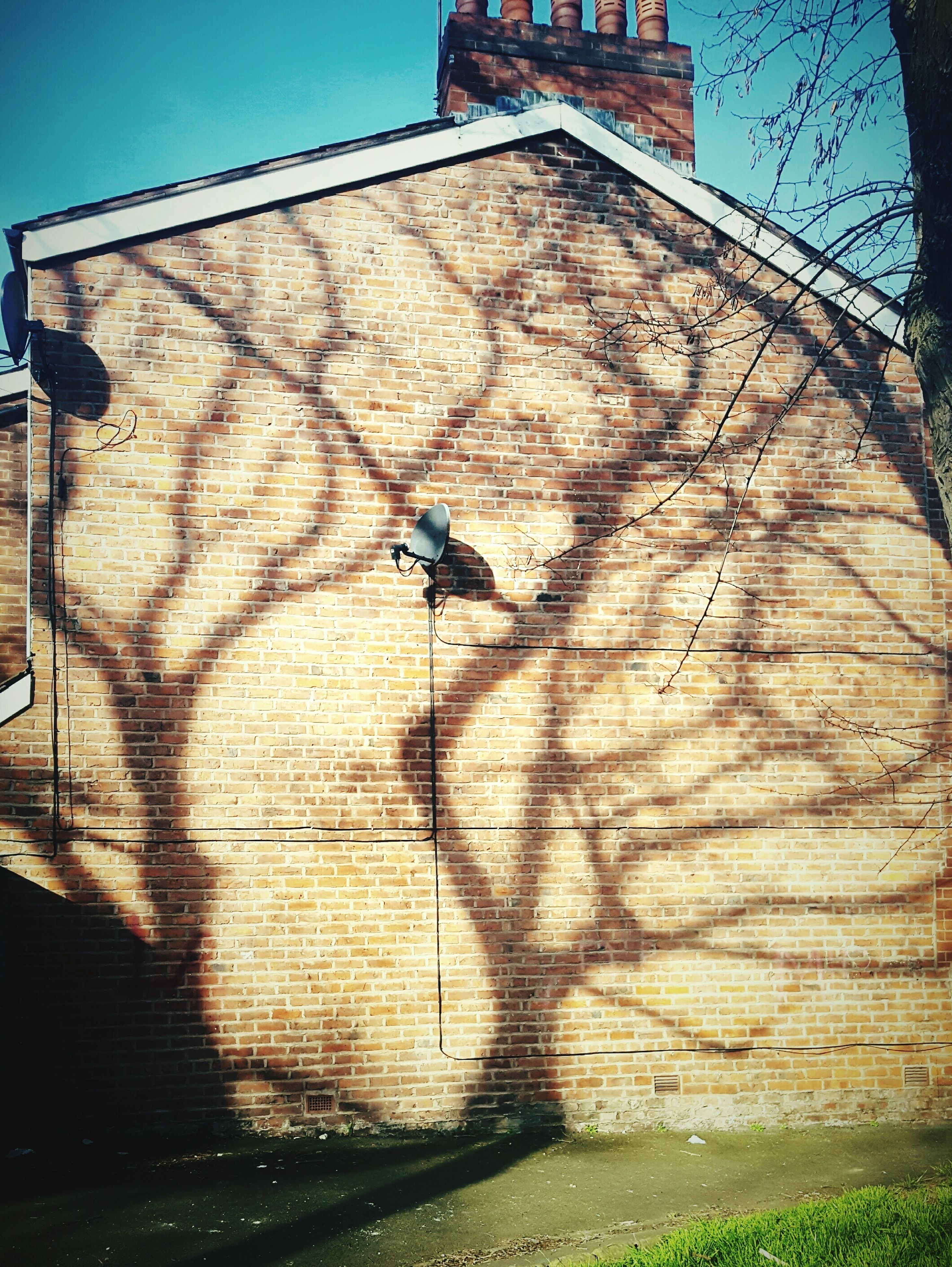 shadow, sunlight, built structure, building exterior, outdoors, architecture, day, no people