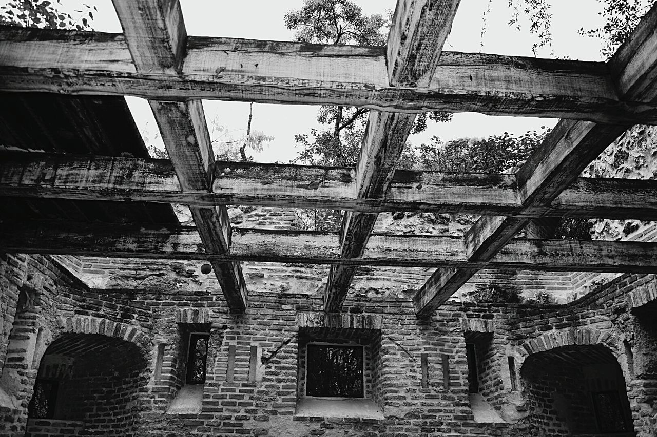 architecture, built structure, history, indoors, abandoned, low angle view, ancient, no people, day, building exterior, old ruin