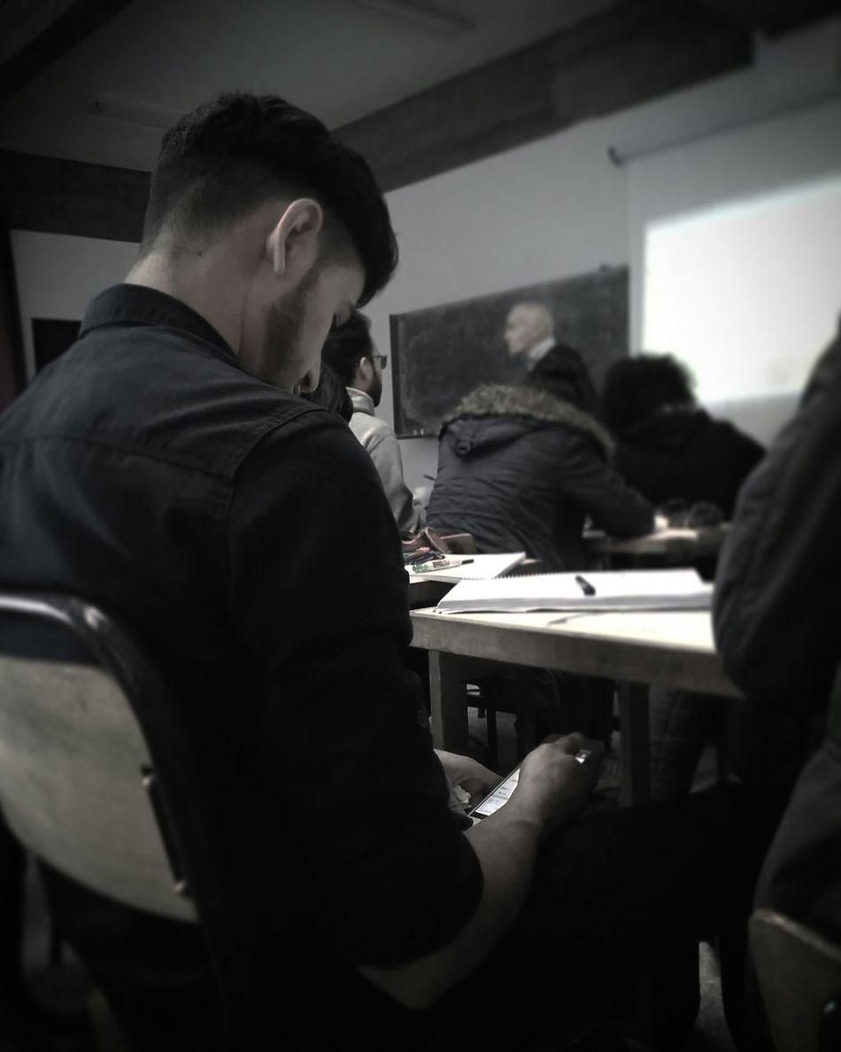 Mobile Conversations Classroom Mecanic Boredatschool Chatting ... Black&white Blackandwhite Photography t Twitter Kik Keek Skype Socialnetwork Sitting