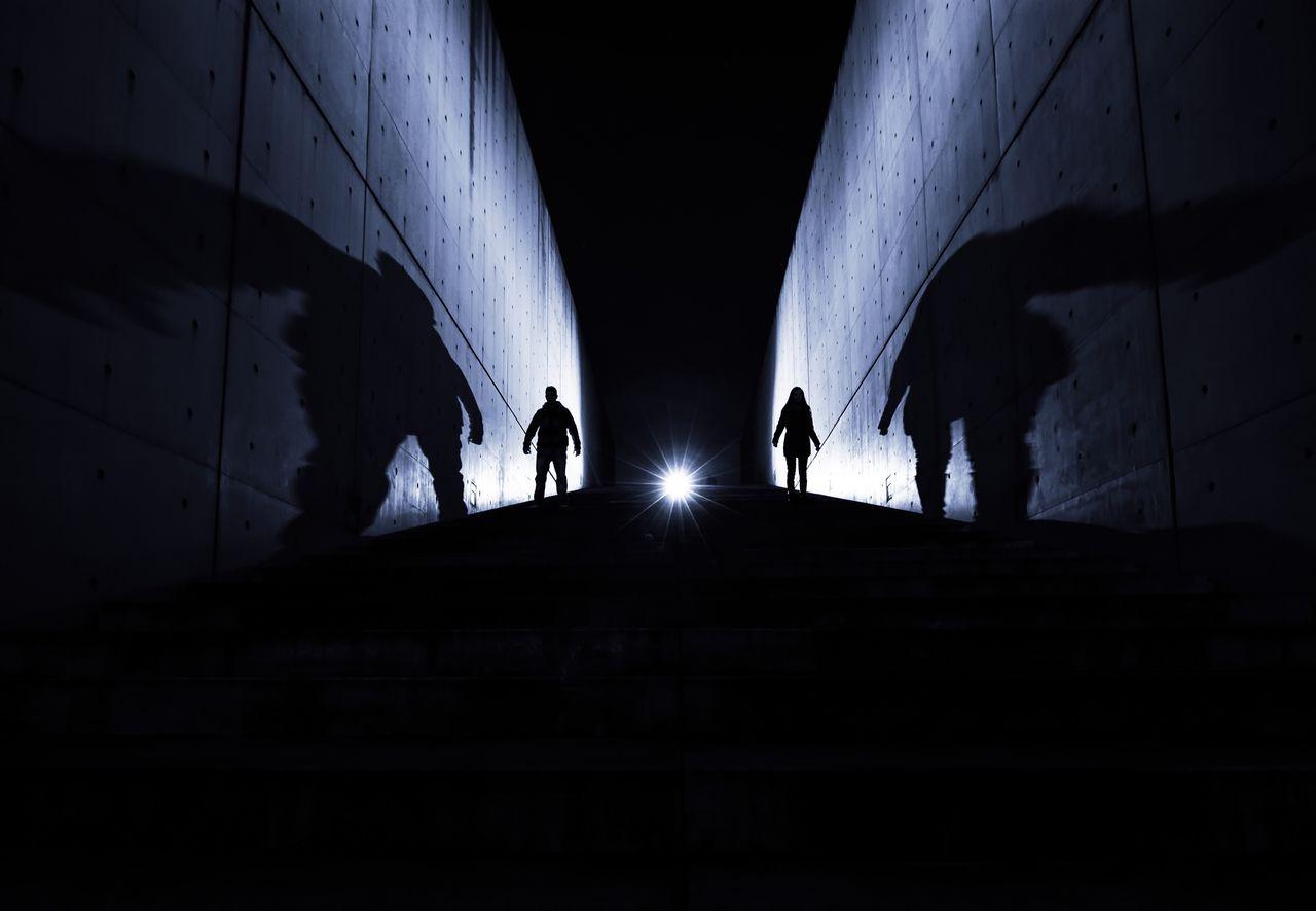 Q shadows schatten Schattenspiel shadow shadows night Nightphotography men Woman Taking Photos photography treppe Nacht Nachtfotografie EyeEm x Audi - Letter Q Market Bestsellers 2017