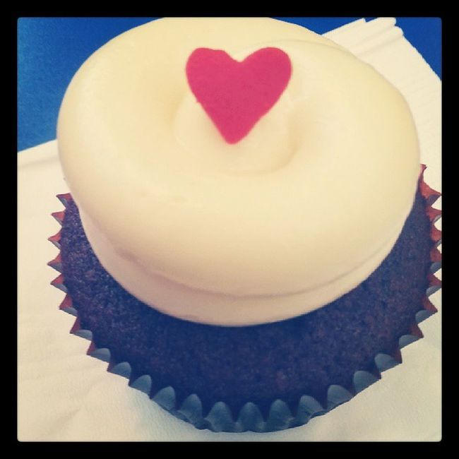 Shared Twelvecupcake with @ashleyrawks on our 20th date^^