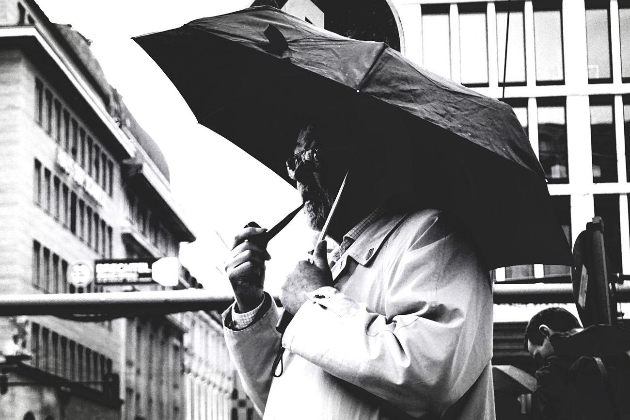 8ung Berlin Open Edit Blackandwhite Photography Finding The Next Vivian Maier Streetphotography Smoking Blackandwhite Man Berlin Street Photography Rain