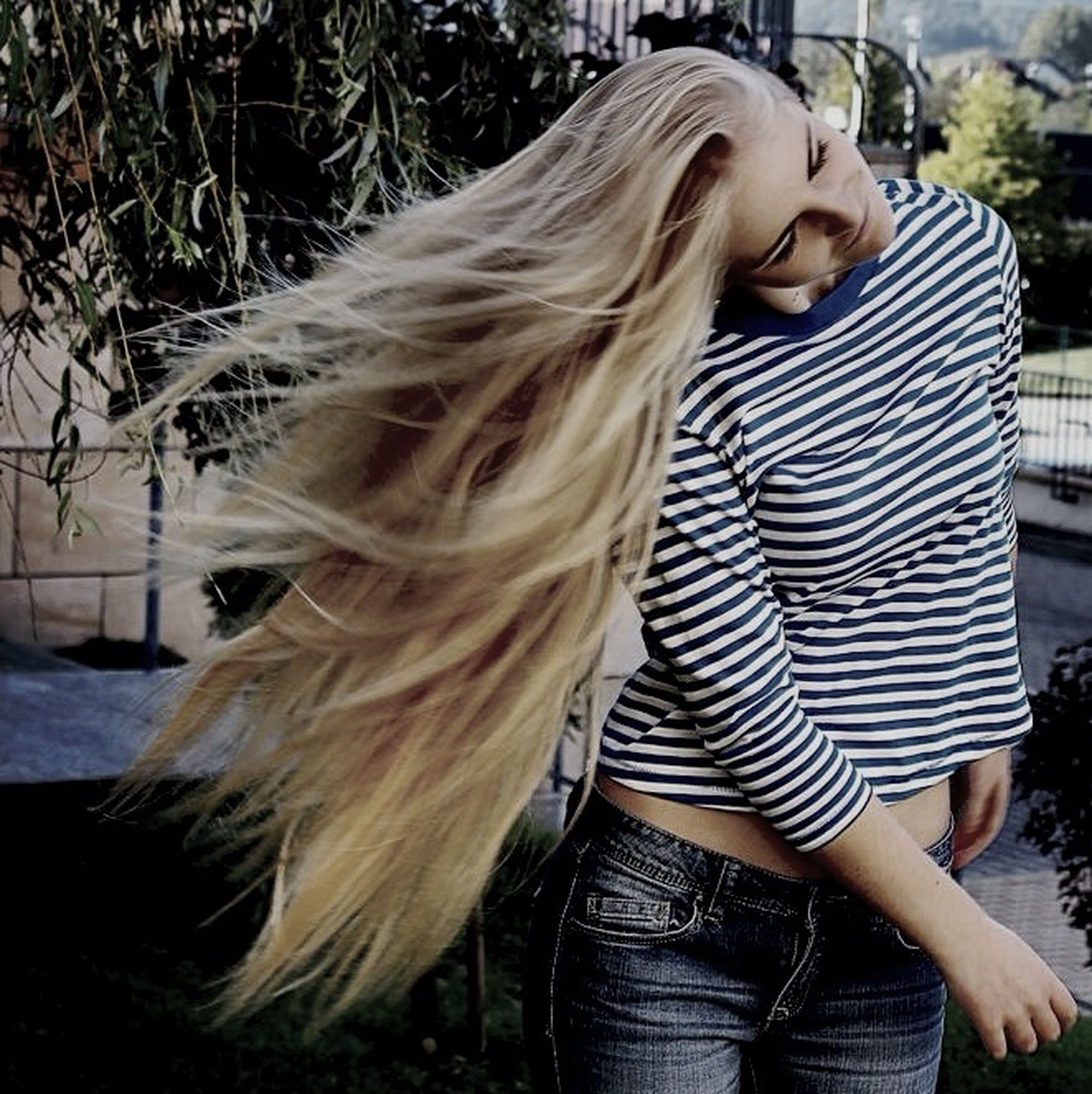 long hair, lifestyles, casual clothing, young women, person, blond hair, rear view, focus on foreground, leisure activity, standing, young adult, waist up, side view, three quarter length, outdoors, day, human hair