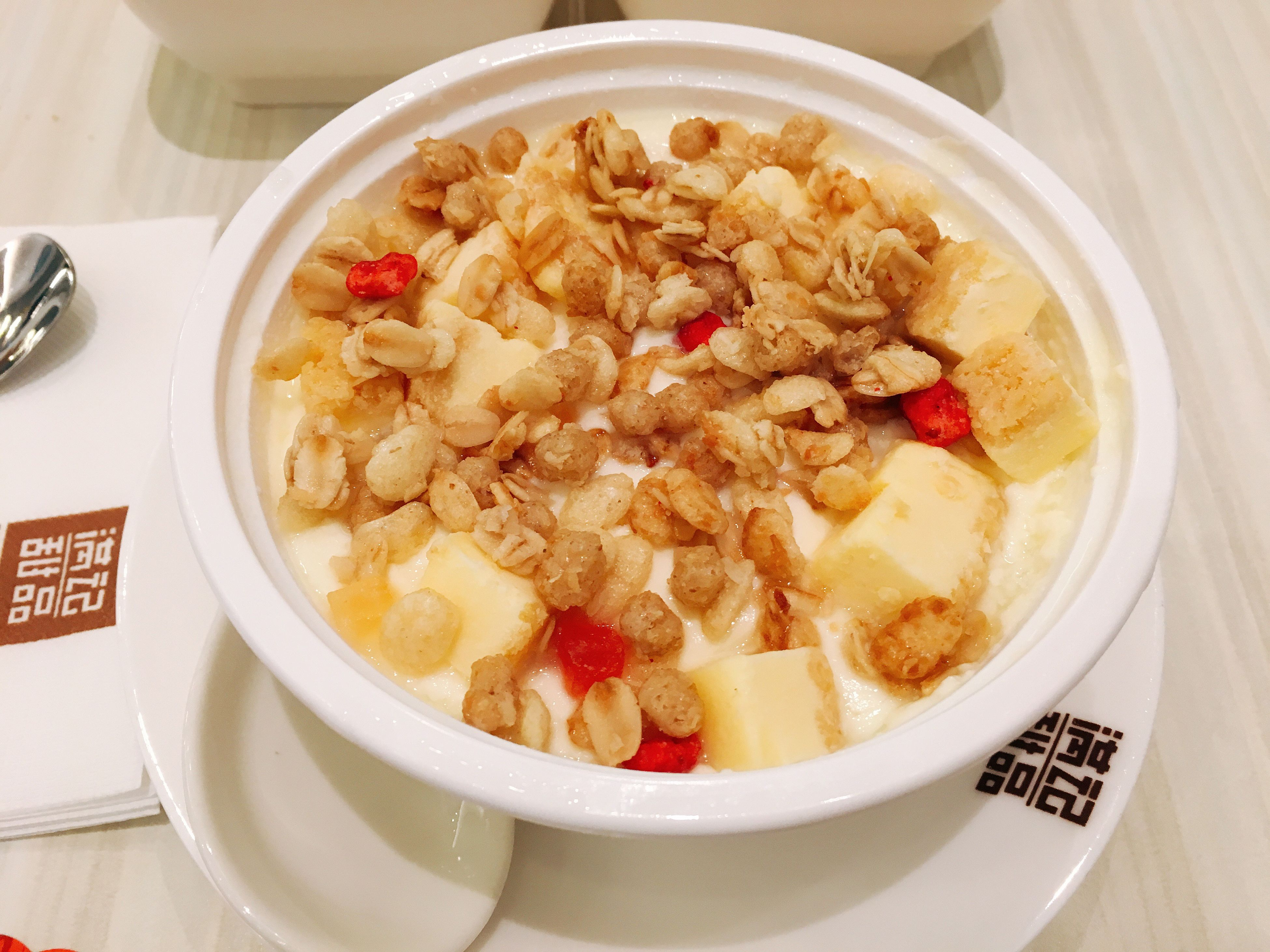 healthy eating, bowl, food and drink, breakfast, milk, food, healthy lifestyle, fruit, freshness, indoors, no people, close-up, porridge, ready-to-eat, granola, day