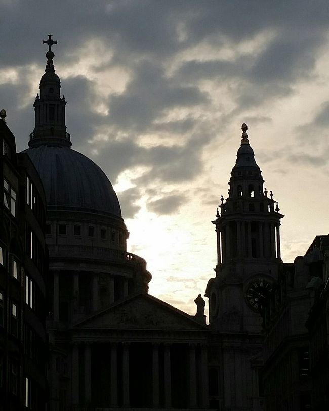 City Of London Tourism City Of London Silhoutte Photography Sky And Clouds Sky LONDON❤ Londonlife London Tourism London Photography Cathedral London Architecture Silouette & Sky Sunrise Cityoflondon