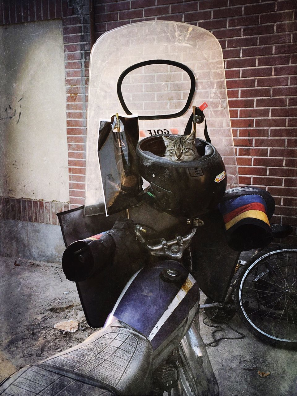 bicycle, brick wall, transportation, no people, land vehicle, indoors, day, workshop, motorcycle, architecture, mechanic, close-up