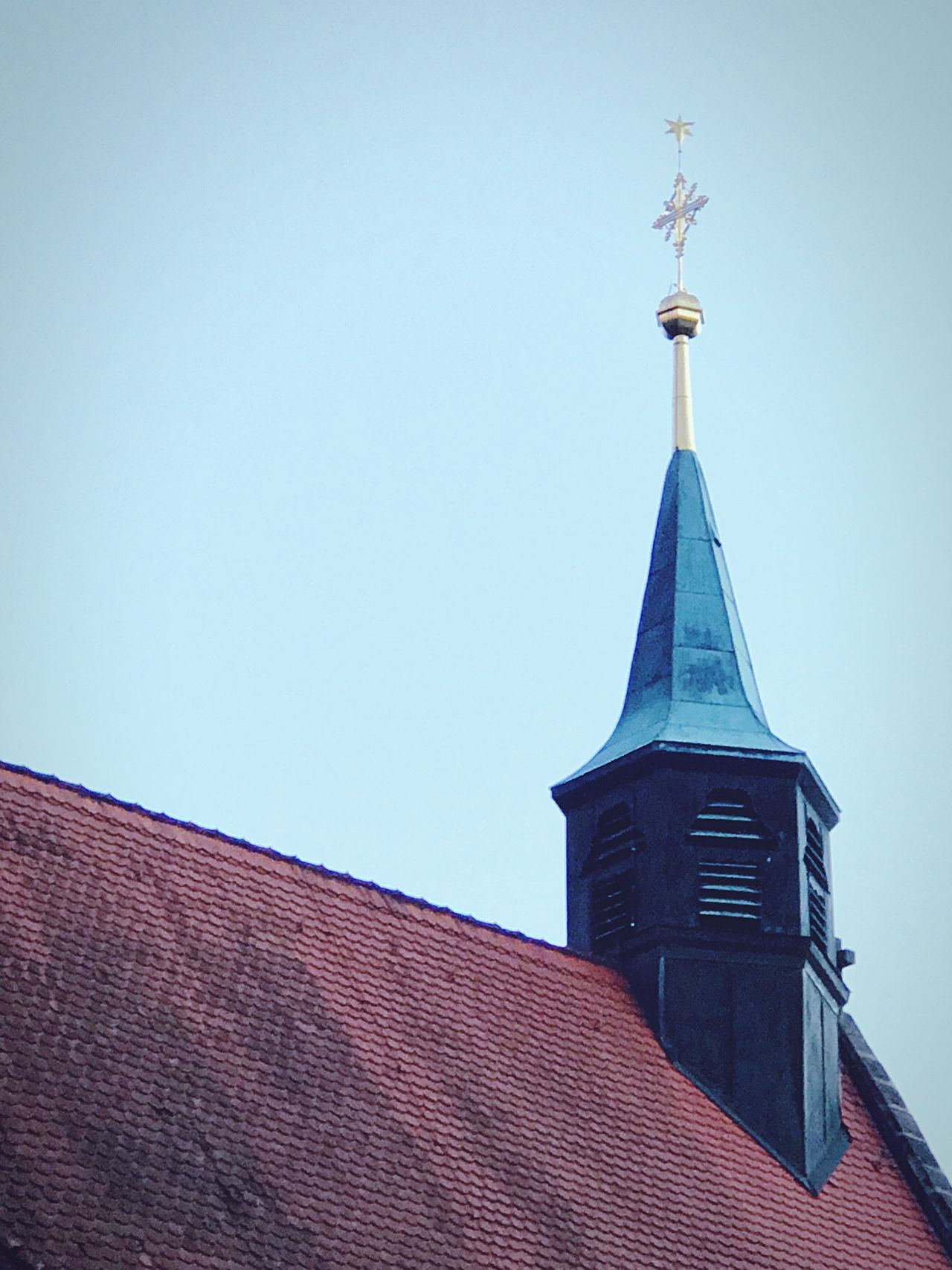 EyeEm Selects Architecture Low Angle View Building Exterior Clear Sky Outdoors Weather Vane Sky Church Church Architecture Travel Europe Trip EyeEmNewHere Germany🇩🇪 GERMANY🇩🇪DEUTSCHERLAND@ No People Tall - High Scenics Religious Architecture Place Of Worship Kellersberg