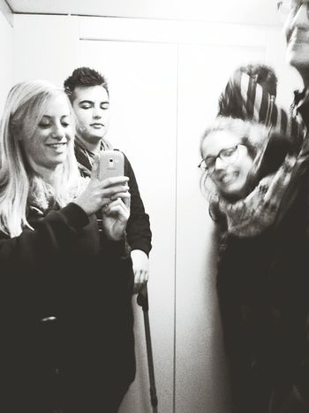 friends stupid siamo pigri e prendiamo l'ascensore