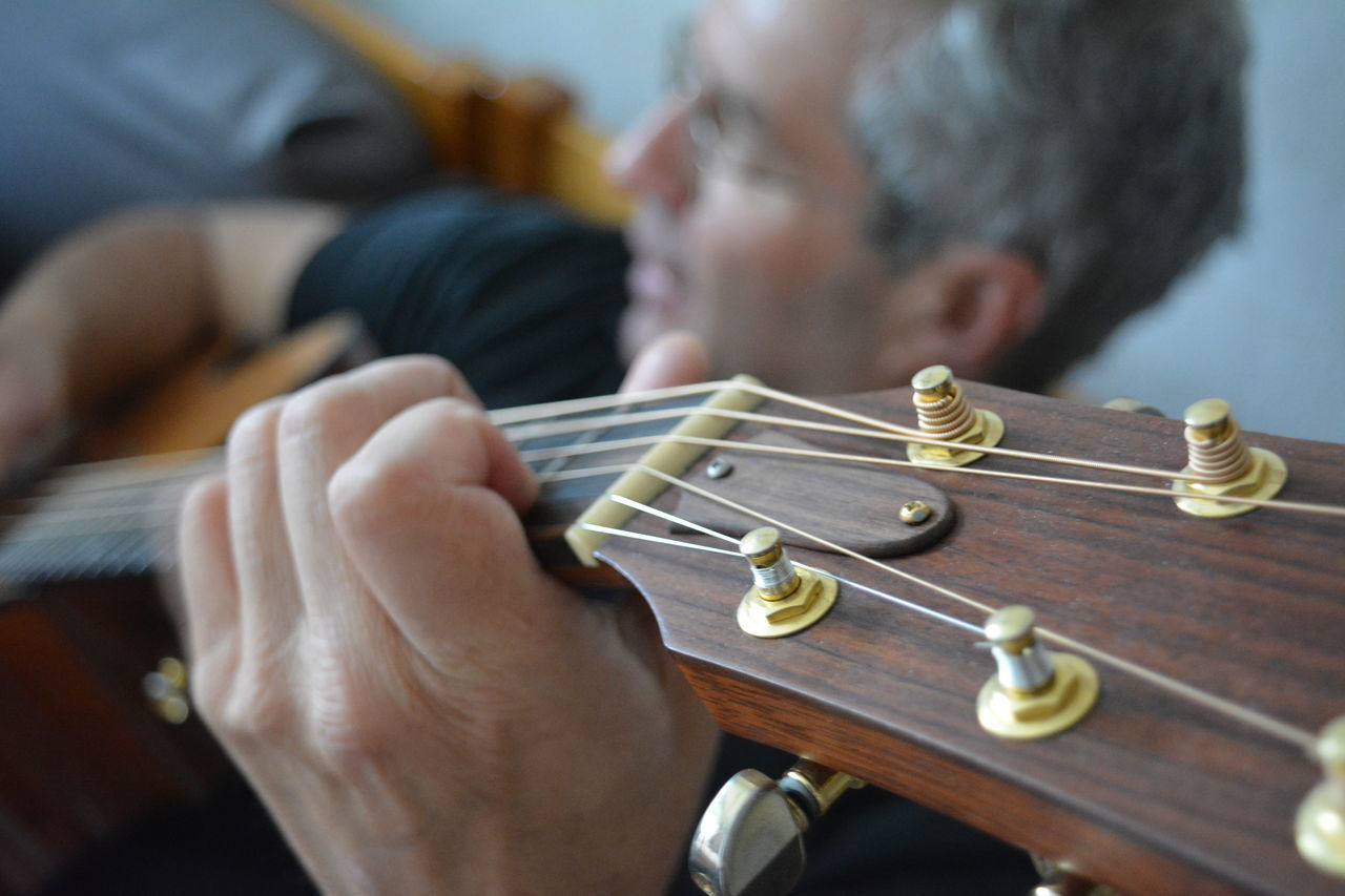 Music Moment Dad Eyeemlovers Eyeemphotography Guitar Guitarist Lovelyday Music Musician Musicmoment Picoftheday PlayingGuitar Selective Focus Skill