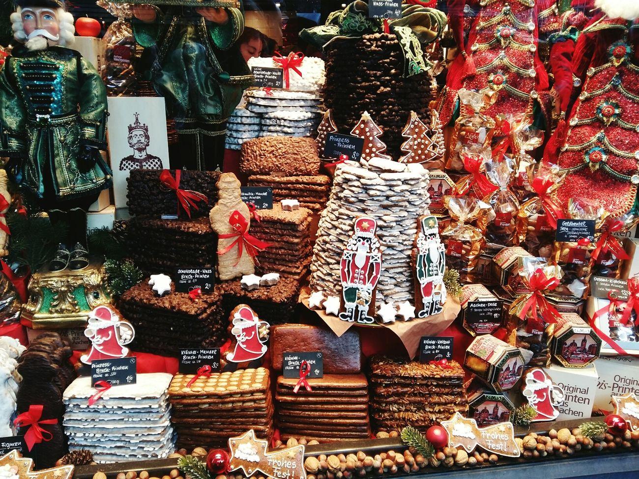 in Aachen Aachener Dom Printen Aachener Markt Aachener Printen Christ Christmas Lights Christmas Time Christmas Decorations Christmasspirit Candy Store Karl Der Große Imagine 2015  Love Wonderful Wintertime