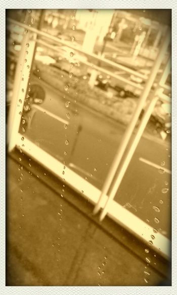 第一次見面,雨。