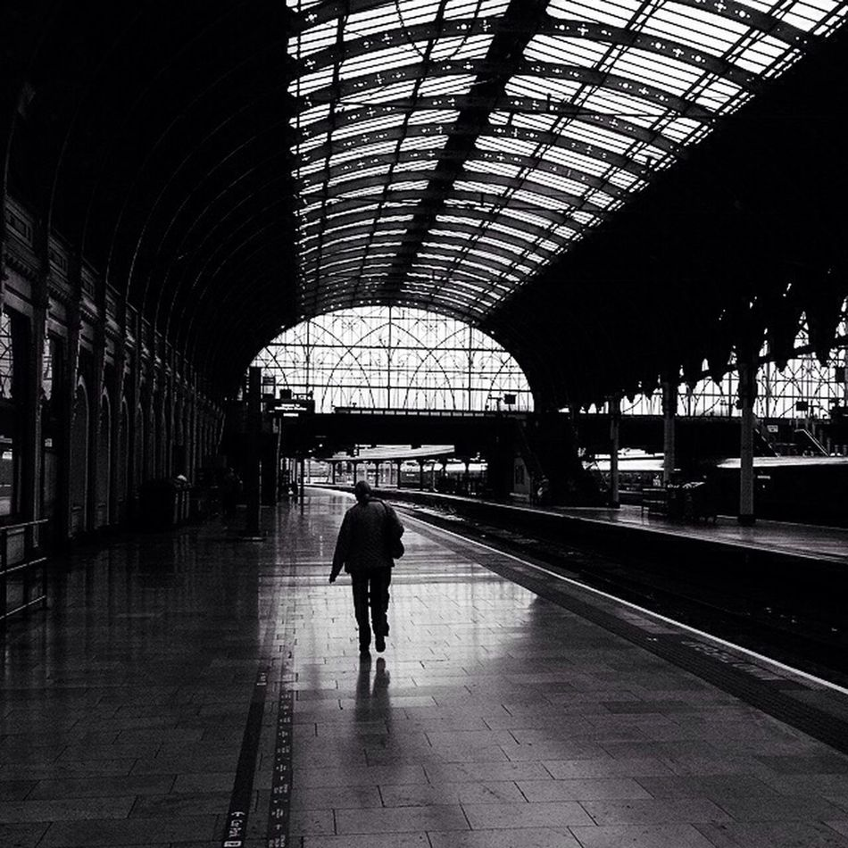 Commute Edit 8/14 Station London Silhouette Passenger Travel Architecture Blackandwhite Streetphotography Bwstreetphotography Monochrome